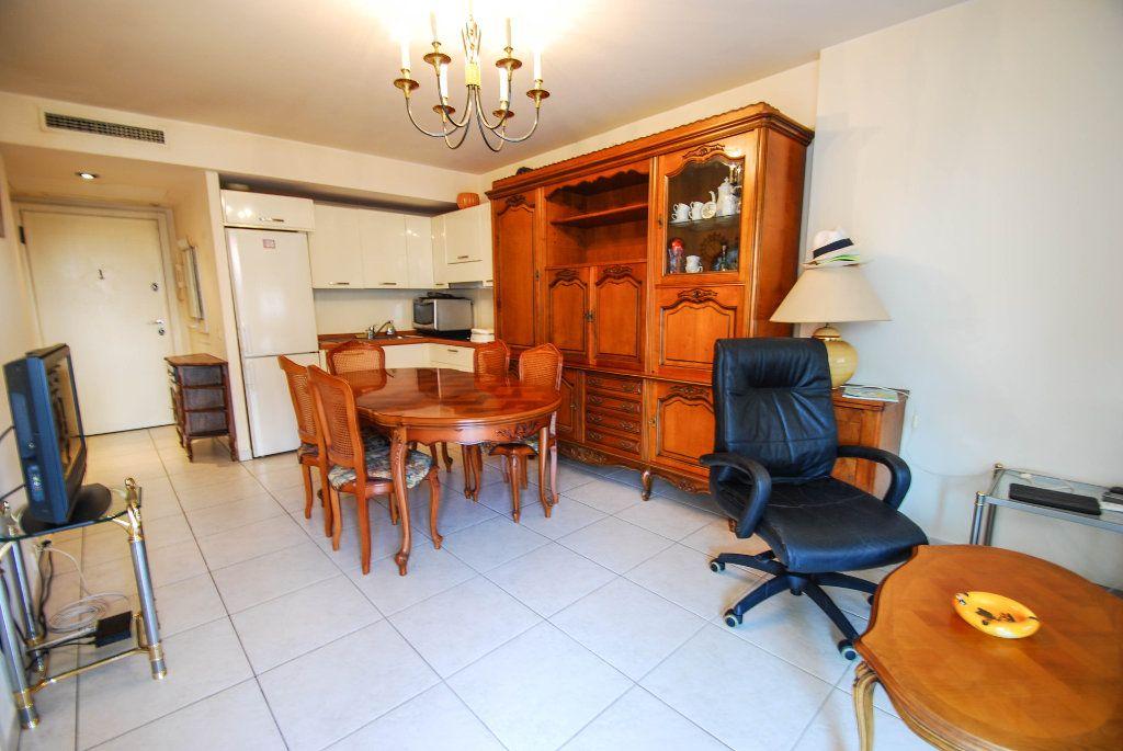 Appartement à vendre 2 35m2 à Juan-les-Pins - Antibes vignette-2
