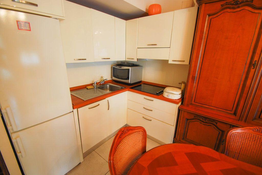 Appartement à vendre 2 35m2 à Juan-les-Pins - Antibes vignette-3