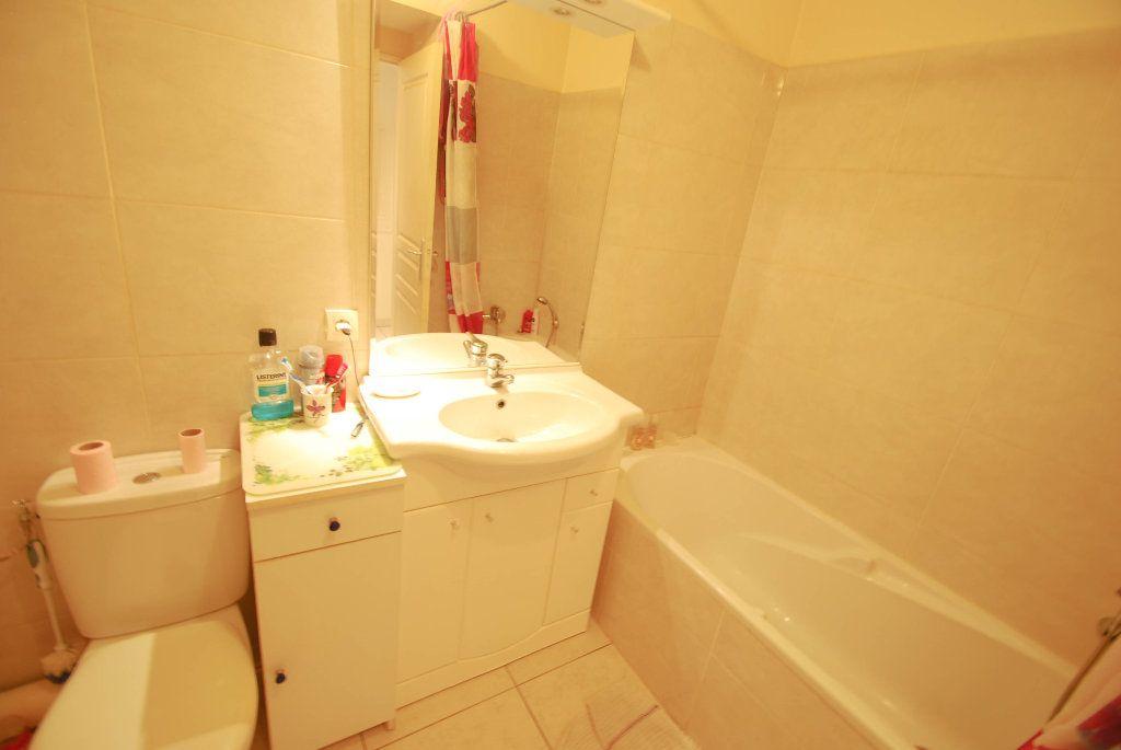 Appartement à vendre 2 35m2 à Juan-les-Pins - Antibes vignette-4