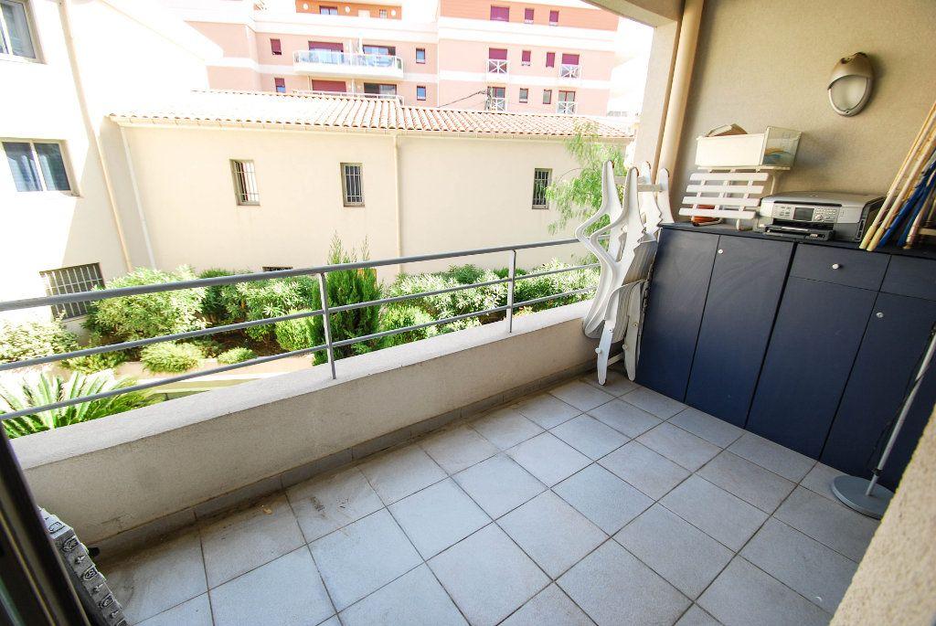 Appartement à vendre 2 35m2 à Juan-les-Pins - Antibes vignette-5