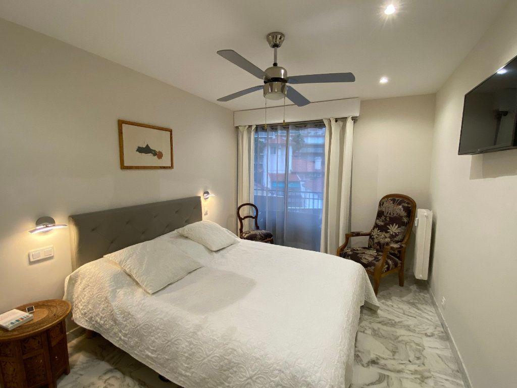 Appartement à vendre 3 73m2 à Juan-les-Pins - Antibes vignette-3
