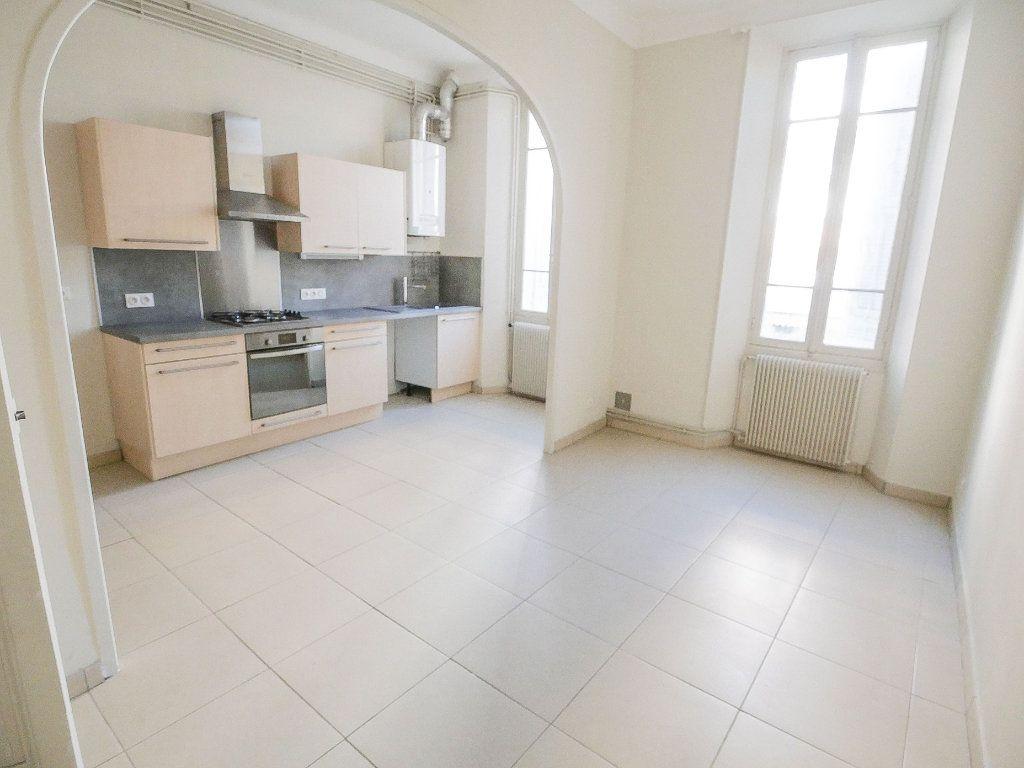 Appartement à louer 3 61.51m2 à Golfe Juan - Vallauris vignette-1