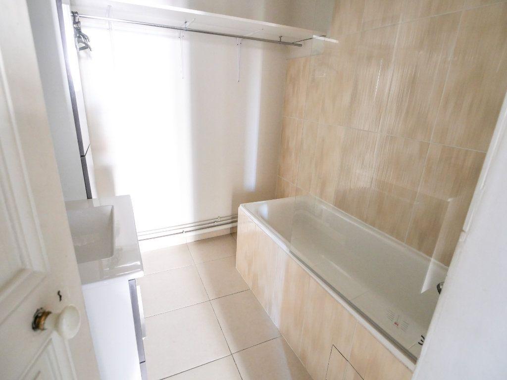 Appartement à louer 3 61.51m2 à Golfe Juan - Vallauris vignette-4