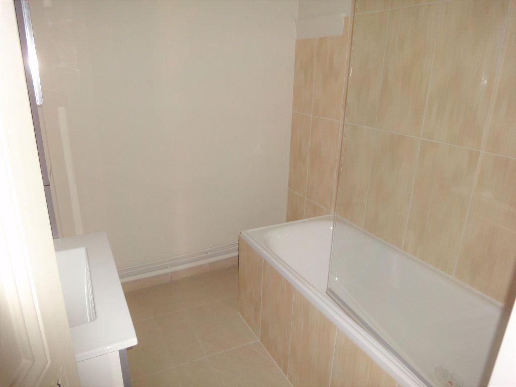 Appartement à louer 3 61.51m2 à Golfe Juan - Vallauris vignette-5