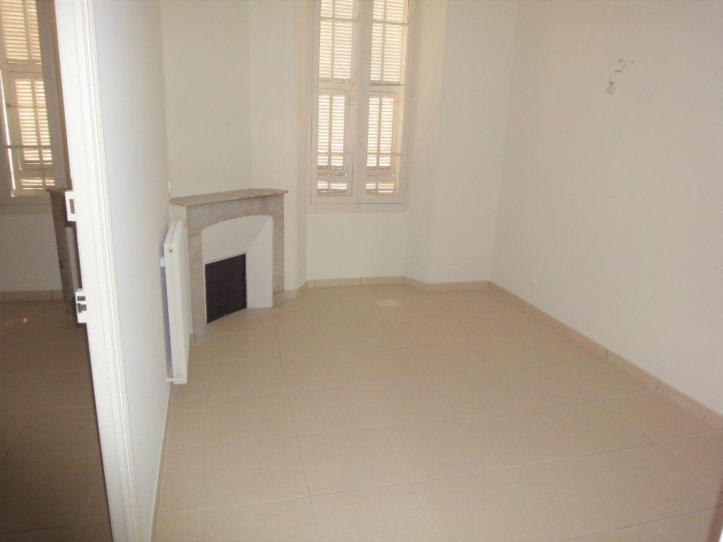 Appartement à louer 3 61.51m2 à Golfe Juan - Vallauris vignette-6