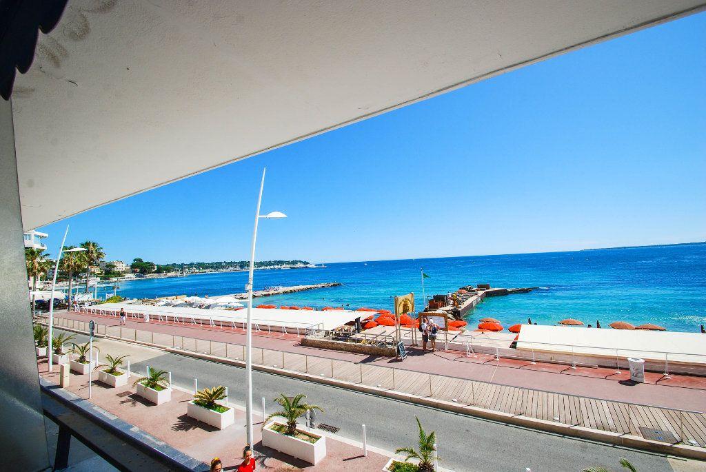 Appartement à louer 1 35m2 à Juan-les-Pins - Antibes vignette-3