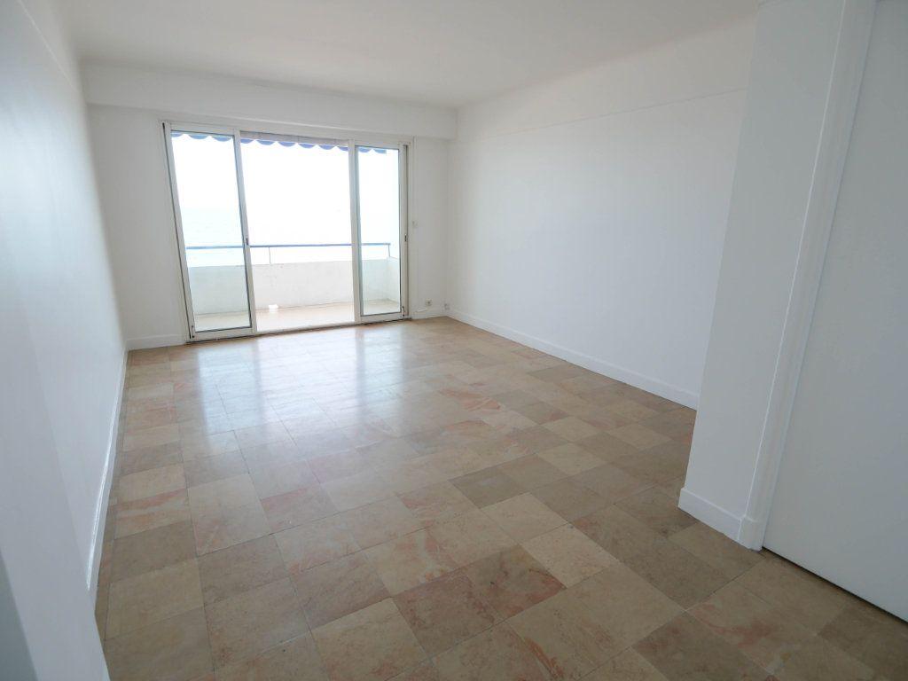Appartement à louer 1 35m2 à Juan-les-Pins - Antibes vignette-4