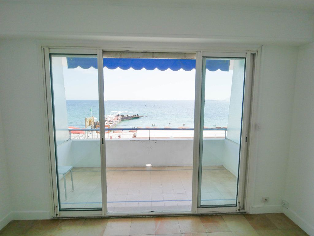 Appartement à louer 1 35m2 à Juan-les-Pins - Antibes vignette-8