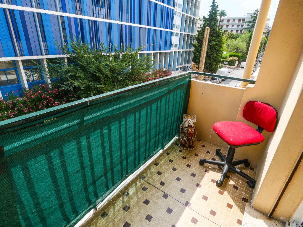 Appartement à vendre 4 77m2 à Juan-les-Pins - Antibes vignette-1