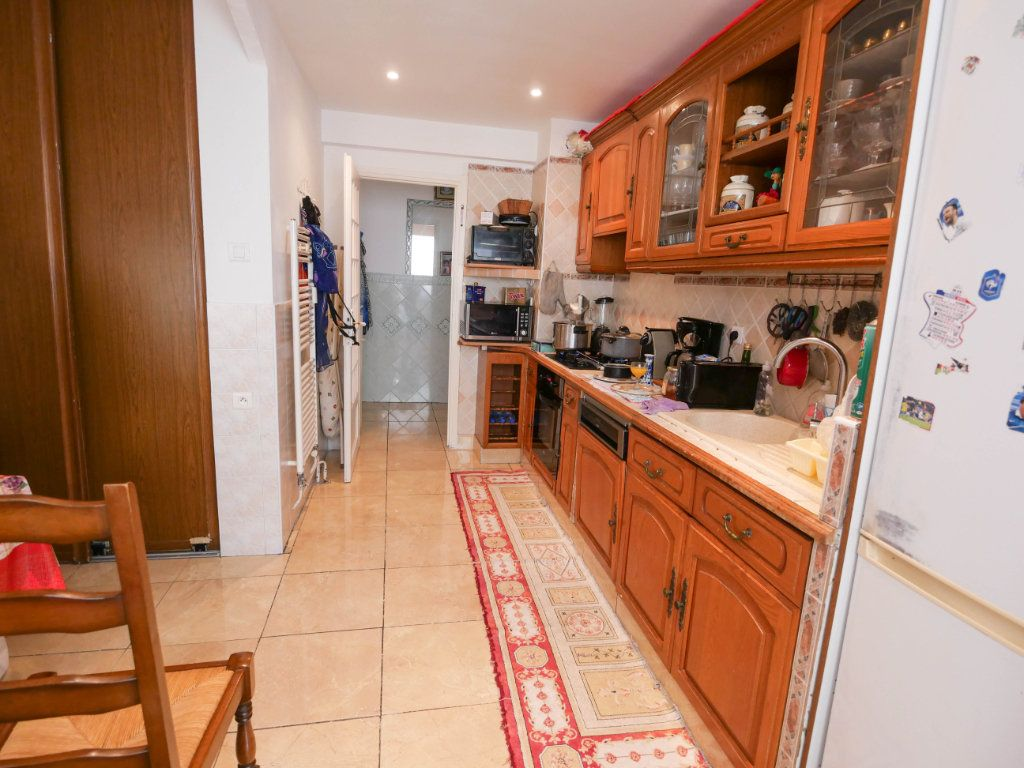 Appartement à vendre 4 77m2 à Juan-les-Pins - Antibes vignette-4