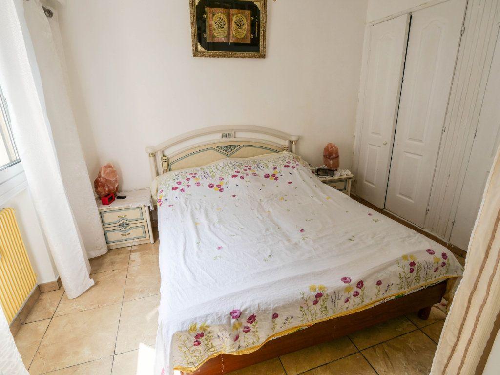 Appartement à vendre 4 77m2 à Juan-les-Pins - Antibes vignette-5