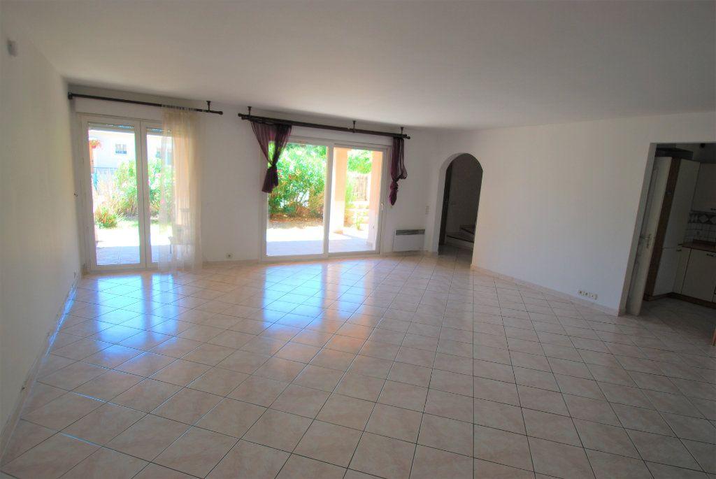 Maison à louer 5 129m2 à Villeneuve-Loubet vignette-2
