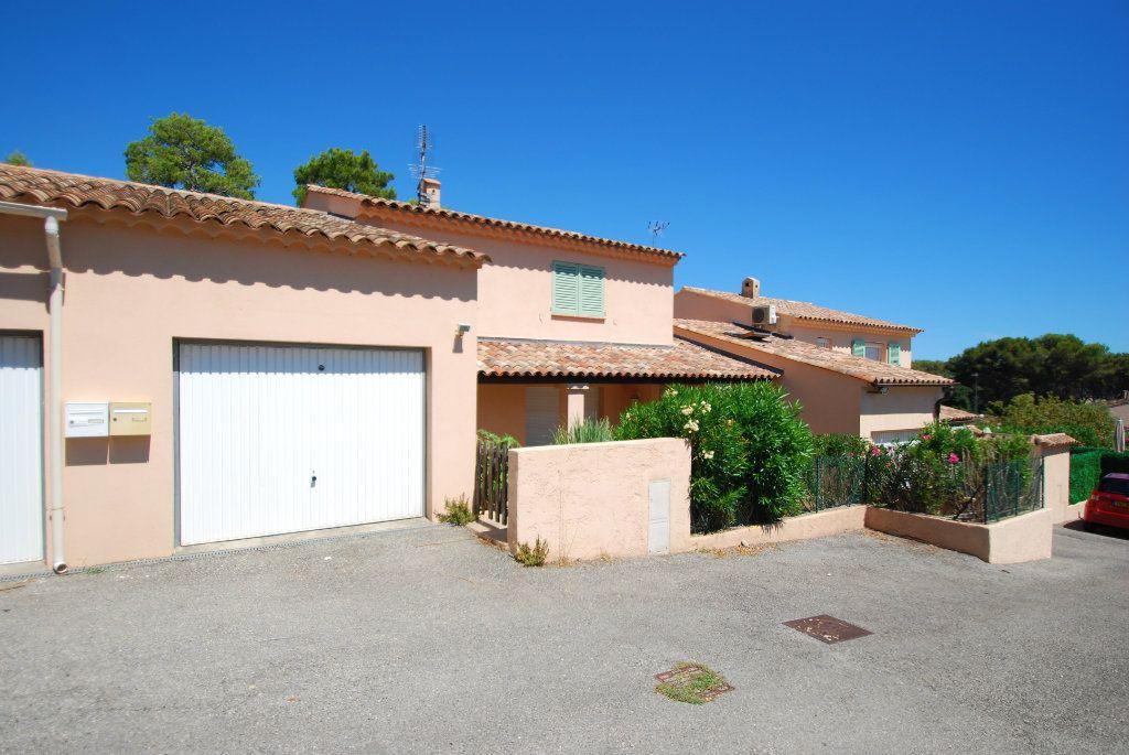 Maison à louer 5 129m2 à Villeneuve-Loubet vignette-4