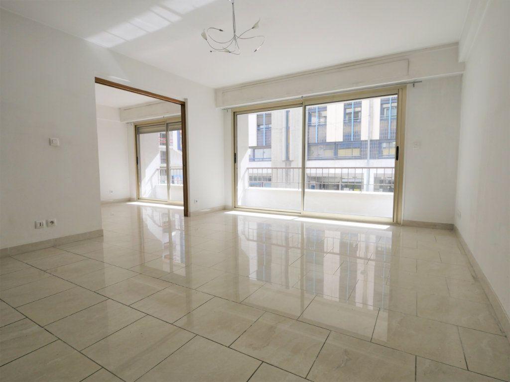 Appartement à vendre 3 73.08m2 à Antibes vignette-1