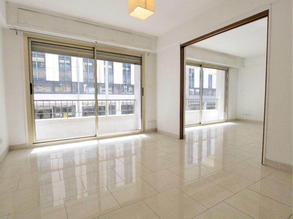 Appartement à vendre 3 73.08m2 à Antibes vignette-2