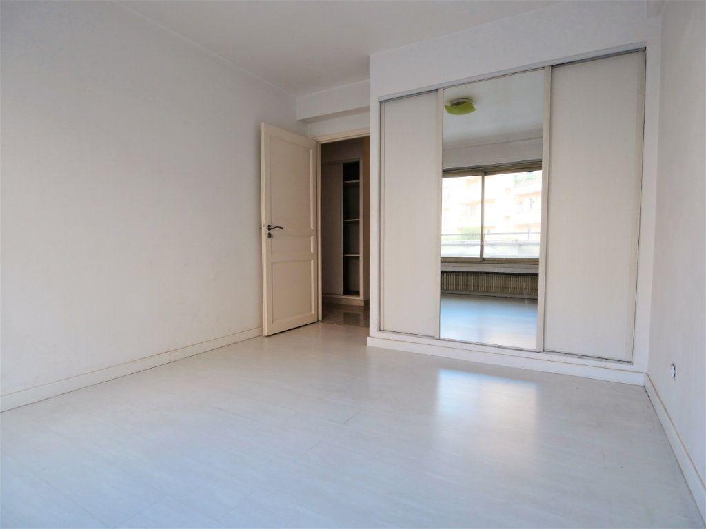 Appartement à vendre 3 73.08m2 à Antibes vignette-4