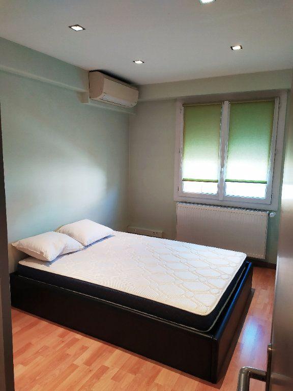 Appartement à vendre 3 55m2 à Antibes vignette-3