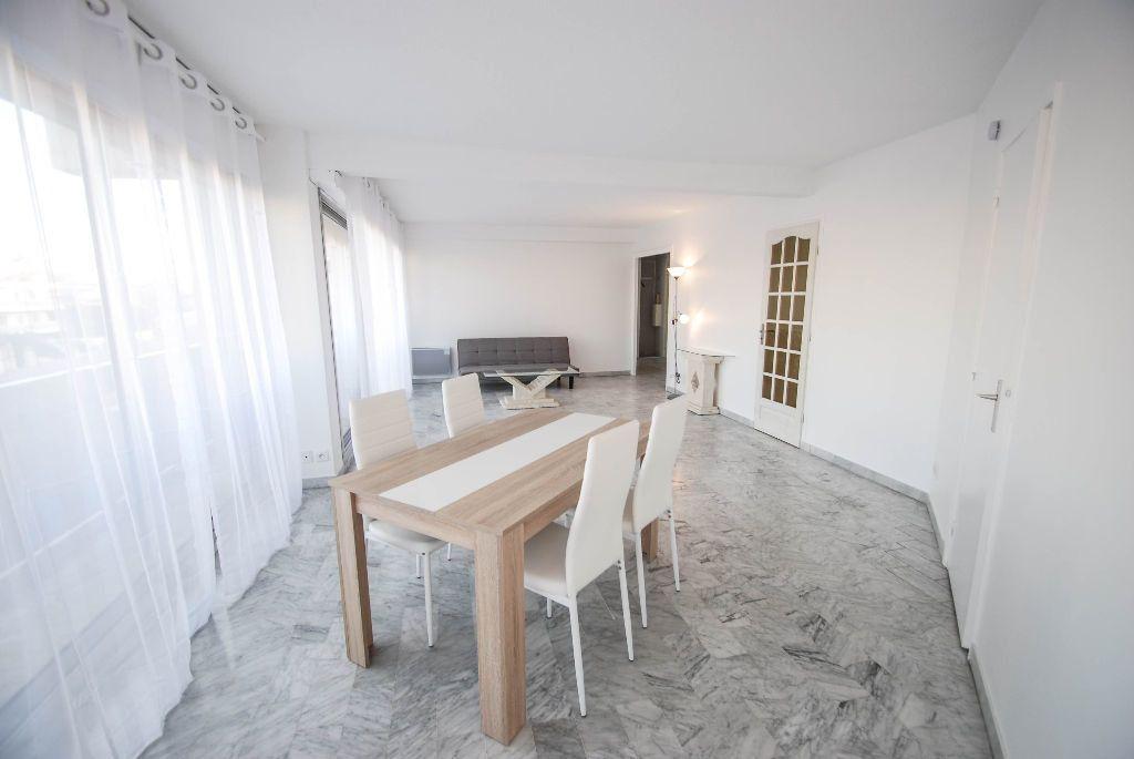 Appartement à vendre 2 69.11m2 à Juan-les-Pins - Antibes vignette-1