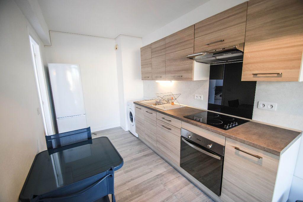 Appartement à vendre 2 69.11m2 à Juan-les-Pins - Antibes vignette-2