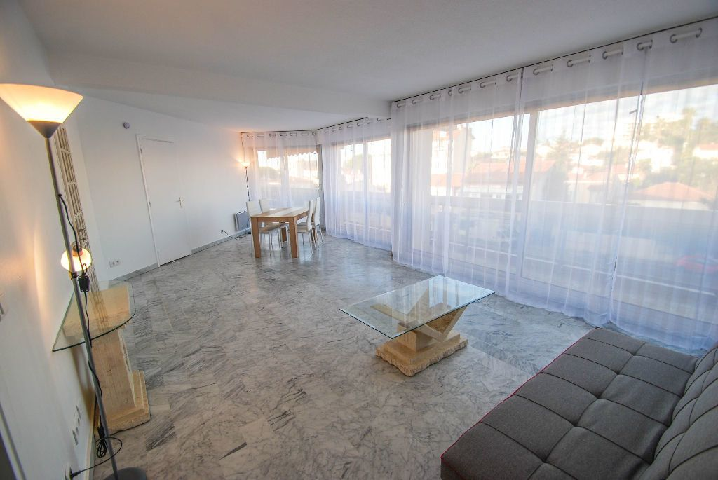 Appartement à vendre 2 69.11m2 à Juan-les-Pins - Antibes vignette-3