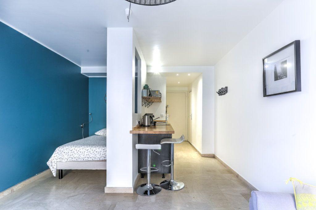 Appartement à vendre 1 26.7m2 à Cannes vignette-4