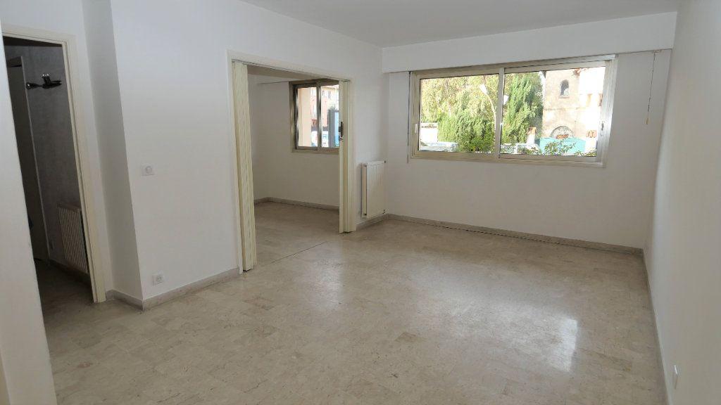 Appartement à louer 2 40.17m2 à Antibes vignette-1