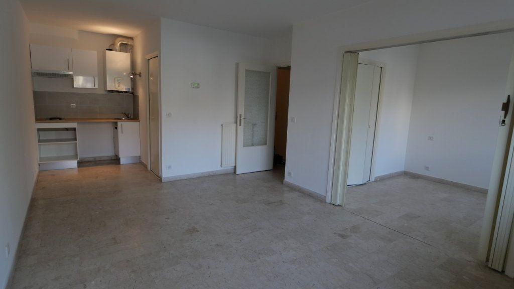 Appartement à louer 2 40.17m2 à Antibes vignette-2