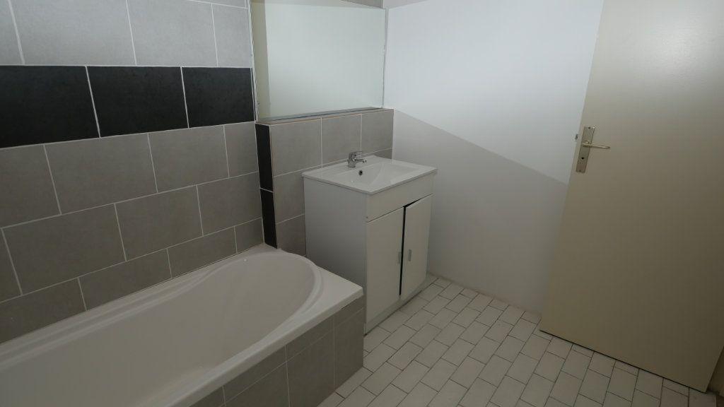 Appartement à louer 2 40.17m2 à Antibes vignette-3