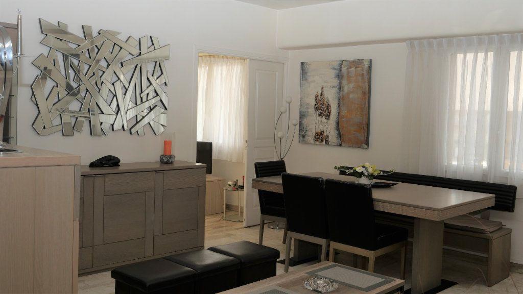 Appartement à louer 3 71.19m2 à Antibes vignette-1