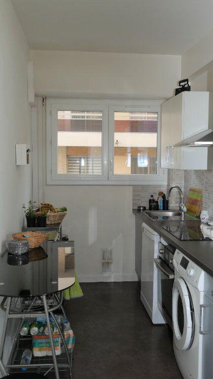 Appartement à louer 3 71.19m2 à Antibes vignette-2