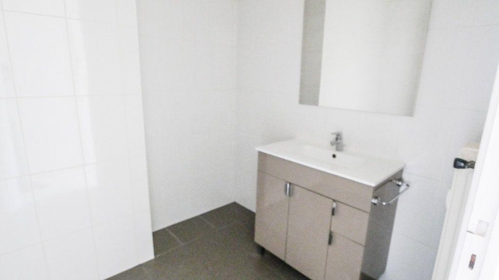 Appartement à vendre 3 71.19m2 à Antibes vignette-5
