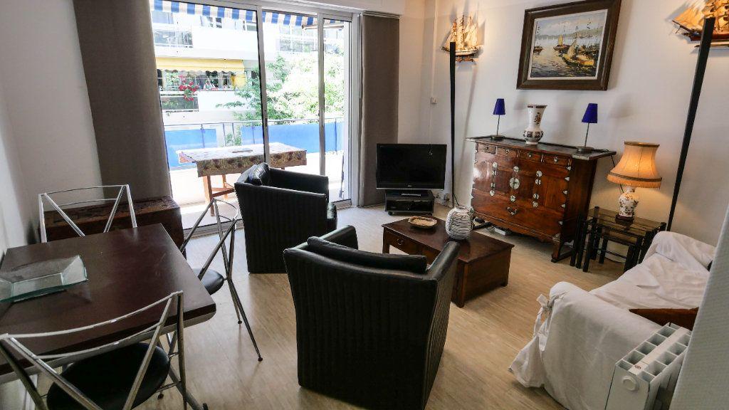 Appartement à louer 3 60.81m2 à Antibes vignette-1