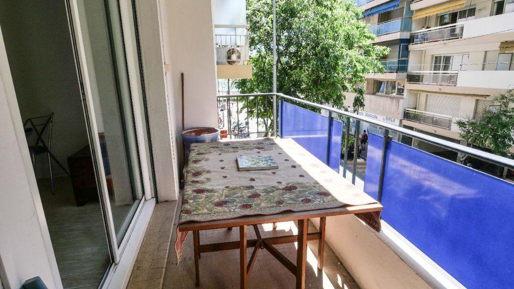 Appartement à louer 3 60.81m2 à Antibes vignette-2