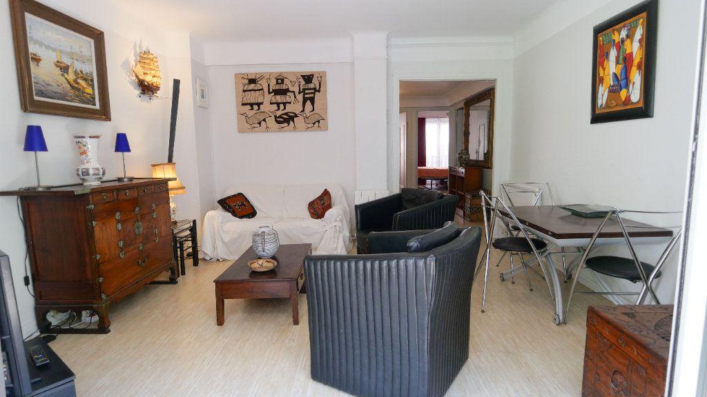 Appartement à louer 3 60.81m2 à Antibes vignette-3
