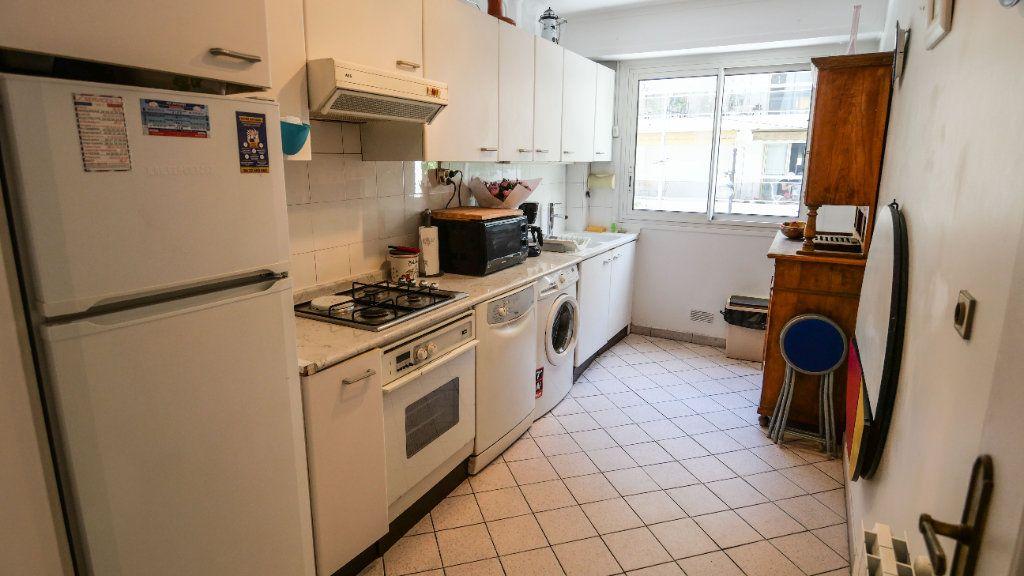 Appartement à louer 3 60.81m2 à Antibes vignette-4