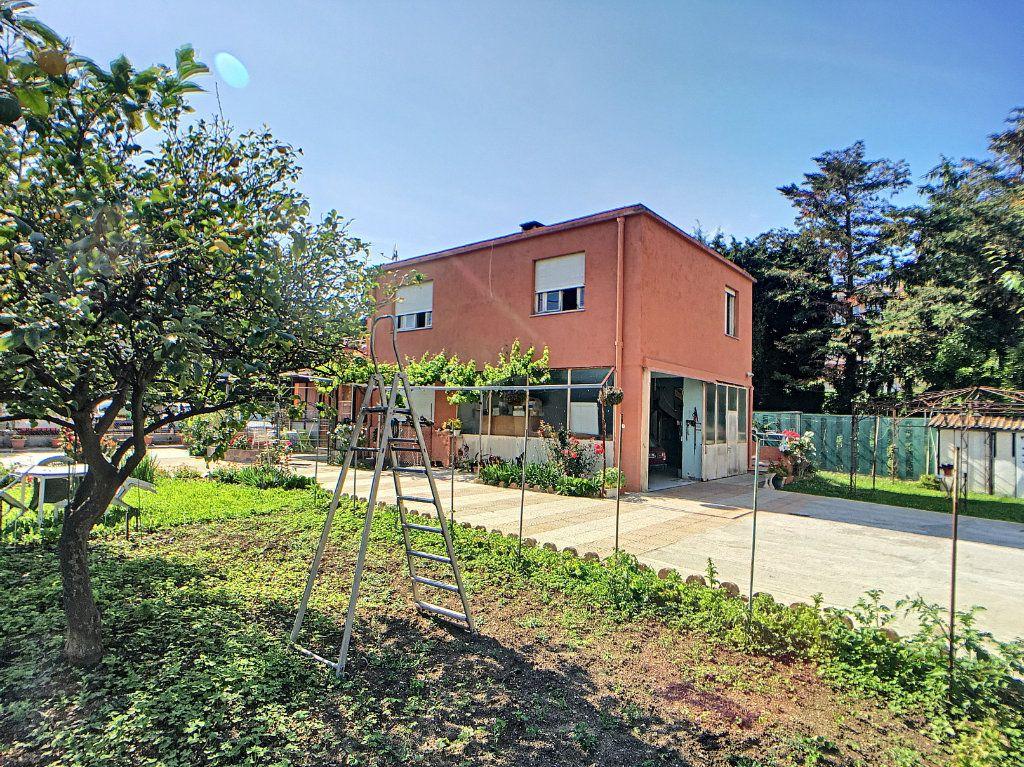 Maison à vendre 8 184m2 à Antibes vignette-1