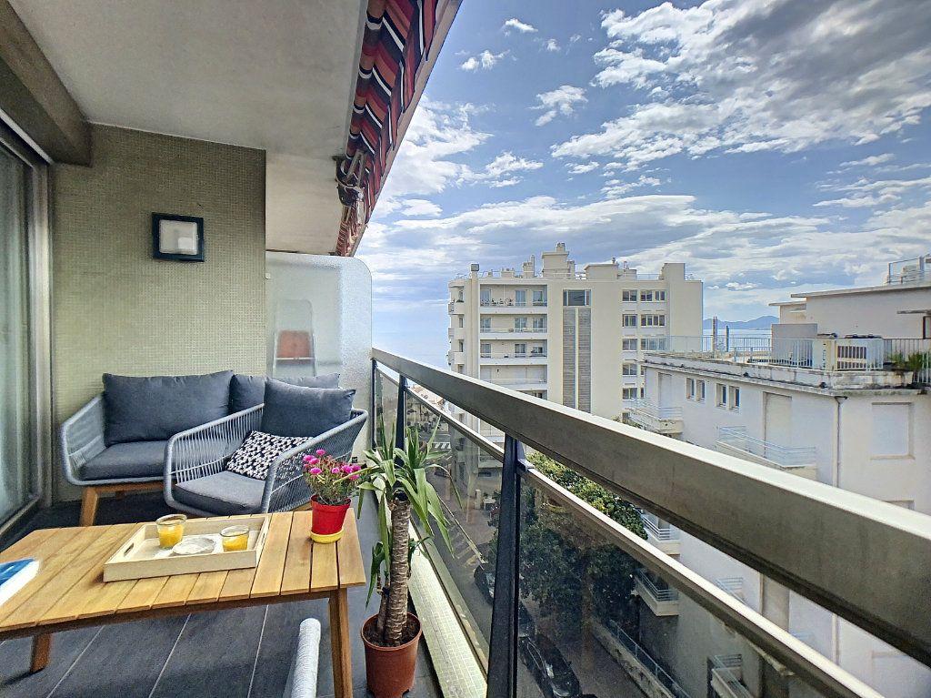 Appartement à vendre 3 67m2 à Juan-les-Pins - Antibes vignette-1