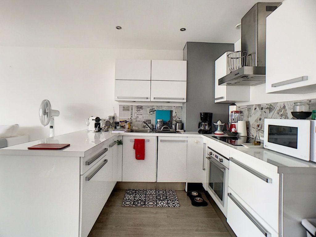 Appartement à vendre 3 67m2 à Juan-les-Pins - Antibes vignette-3