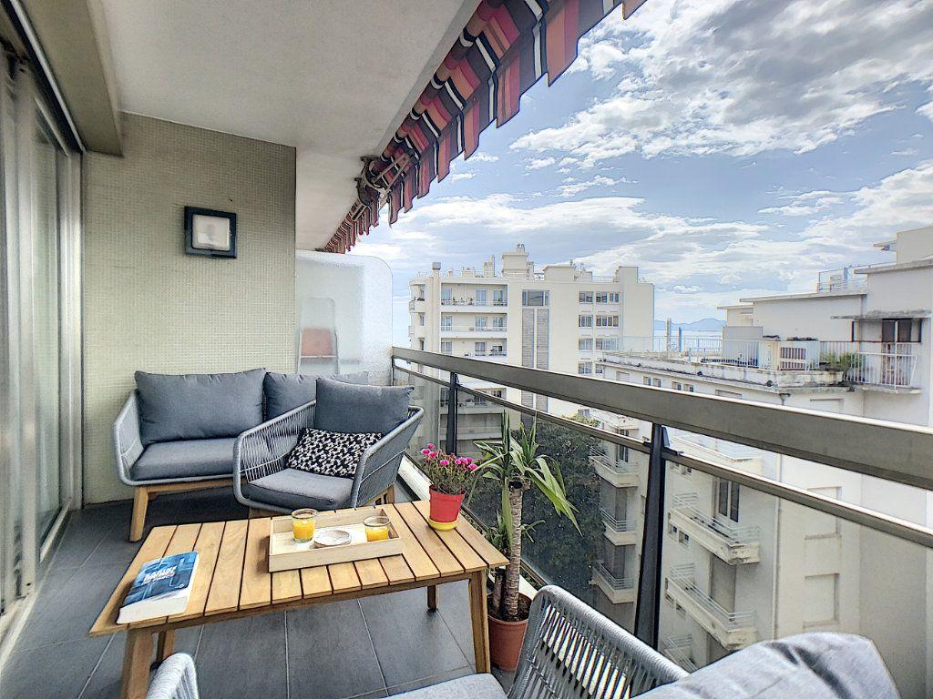 Appartement à vendre 3 67m2 à Juan-les-Pins - Antibes vignette-7