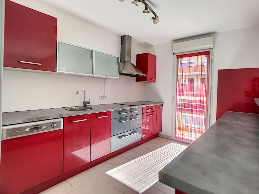 Appartement à vendre 4 88.49m2 à Antibes vignette-2