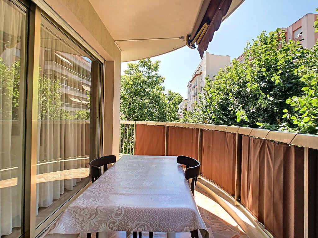 Appartement à vendre 3 91.21m2 à Juan-les-Pins - Antibes vignette-1