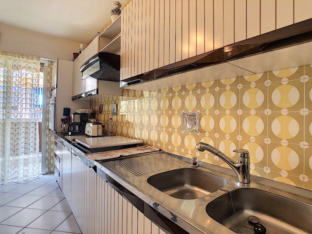 Appartement à vendre 3 91.21m2 à Juan-les-Pins - Antibes vignette-4