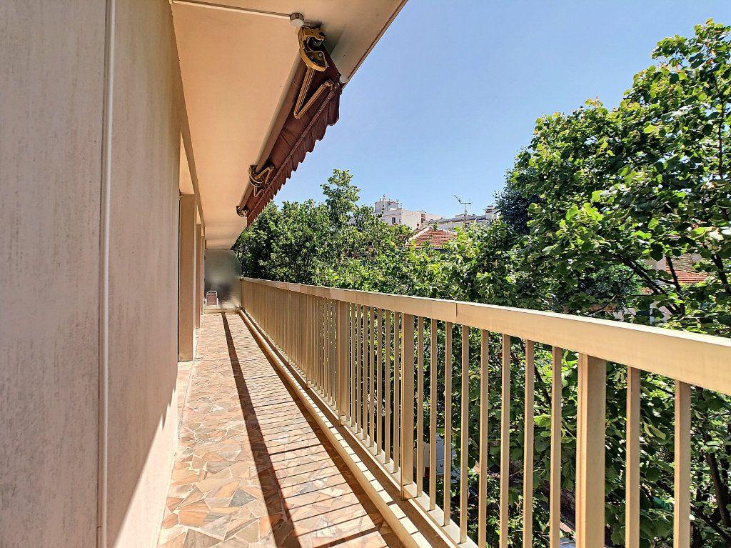 Appartement à vendre 3 91.21m2 à Juan-les-Pins - Antibes vignette-5