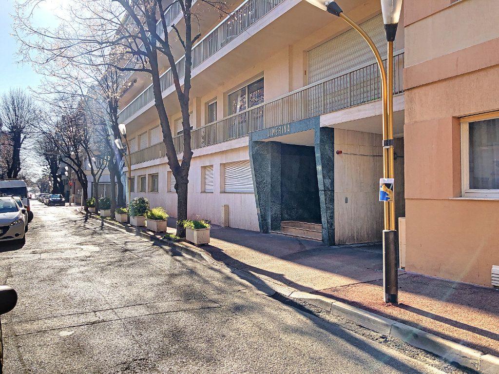 Appartement à vendre 3 91.21m2 à Juan-les-Pins - Antibes vignette-10