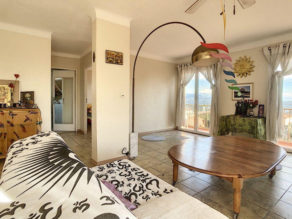 Appartement à vendre 3 63.43m2 à Antibes vignette-4