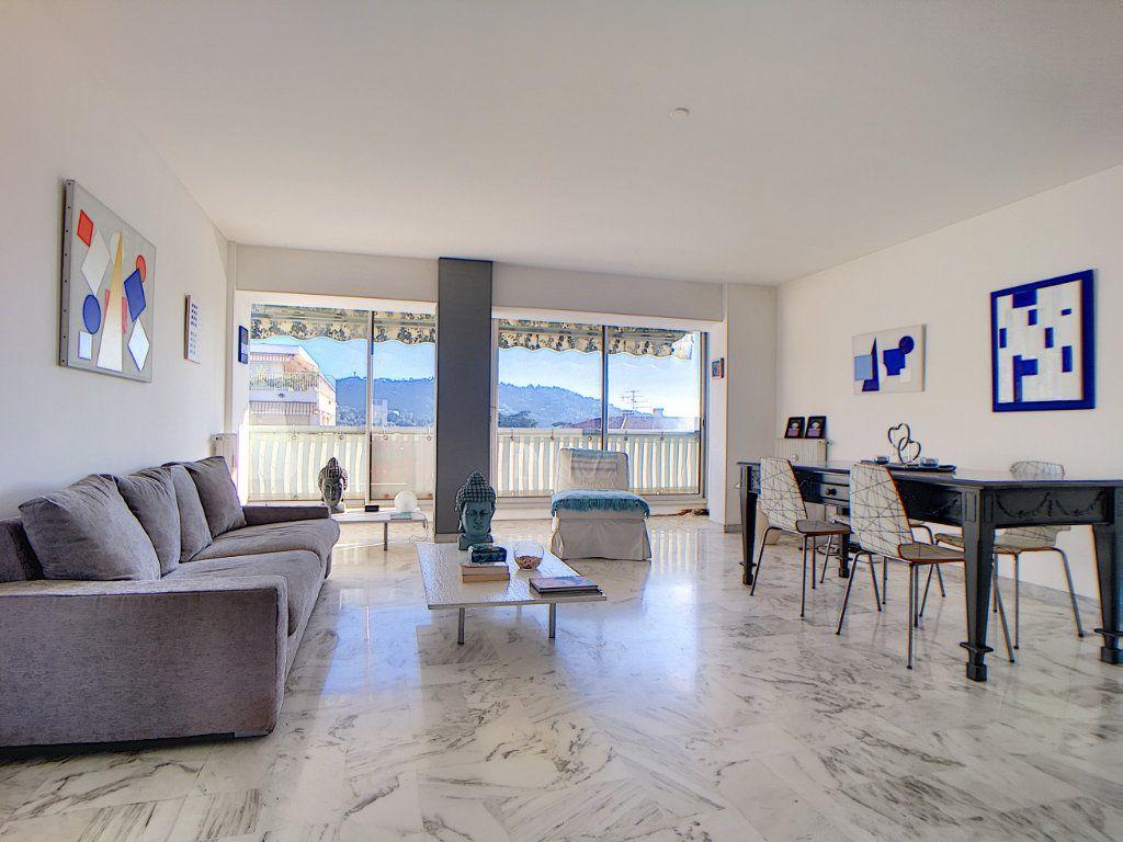 Appartement à vendre 3 76.24m2 à Cannes vignette-4