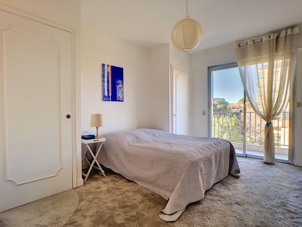 Appartement à vendre 3 76.24m2 à Cannes vignette-6