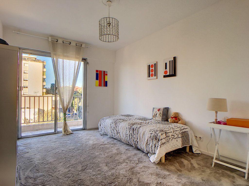 Appartement à vendre 3 76.24m2 à Cannes vignette-7