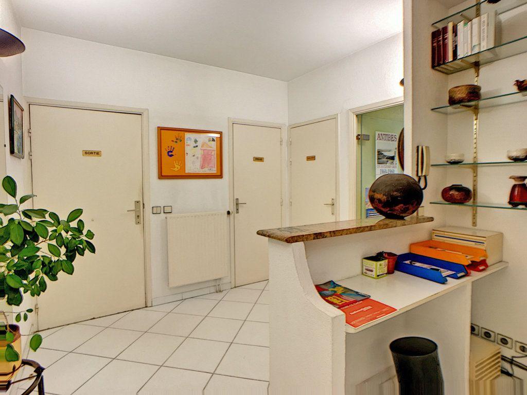 Appartement à vendre 3 23.87m2 à Antibes vignette-2