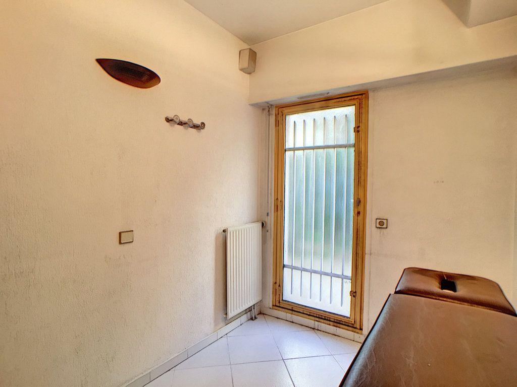 Appartement à vendre 3 23.87m2 à Antibes vignette-4